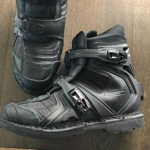 never worn Icon field armor 2 motorcycle boots